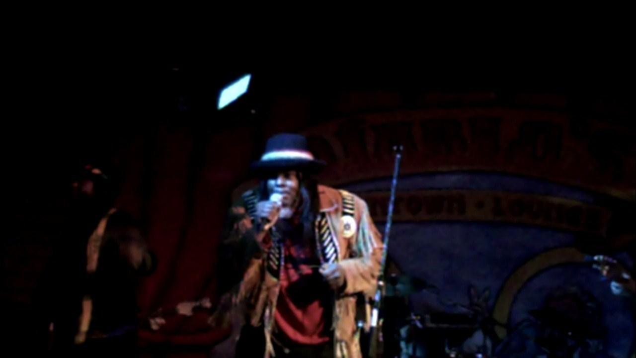 RJ-singing-to-crowd